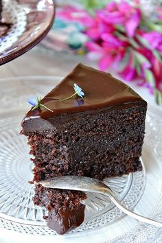 LA COCINA DE BABEL: Fabuloso pastel de chocolate {de los baker Brothers} I wish this was in English it looks so freaking good! Sweet Recipes, Cake Recipes, Dessert Recipes, Chocolate Desserts, Chocolate Cake, Food Cakes, Cupcake Cakes, Just Desserts, Delicious Desserts