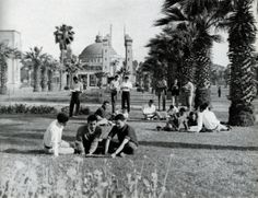 Cairo University in 1960 Education in Egypt in the mid was considered to be among the best in the world, and especially in the Arab world. Queens, Kings, Princes and Princesses would all travel to Egypt for education. Old Photos, Vintage Photos, Cairo University, Old Egypt, Ancient Egypt, Street Fights, Urban Life, Alexandria, Love Art