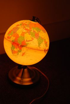 what an awesome globe! Vintage Lighted Globe