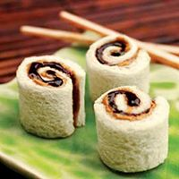 JIF Peanut Butter and Jelly Sushi Rolls - hhttp://www.buildabetterlunch.com/jif-peanut-butter-and-jelly-sushi-rolls_recipe.html_recipe.html #abetterlunch