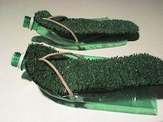 Picture of The Simple Mans Wandering Sandals From Plastic Bottles Water Bottle Crafts, Plastic Bottle Crafts, Recycle Plastic Bottles, Recycled Shoes, Recycled Bottles, Soda Bottles, Bottles And Jars, Reuse Old Tires, Reuse Recycle