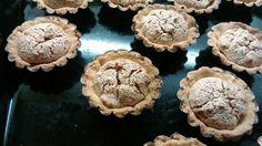 A kosárkát szinte mindenki ismeri. Leginkább lakodalmakra szokták sütni. Érdemes más alkalmakra is elkészíteni, mert nagyon sokáig eláll és nagyon finom! Akinek nincs kosárka formája, próbálja ki muffin sütőben elkészíteni! Ale, Stuffed Mushrooms, Muffin, Vegetables, Desserts, Christmas, God, Stuff Mushrooms, Deserts