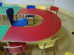 Silla Confidente, Mesa en U, con silla en pata metálica. Ideal para zona de comedor infantil.