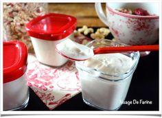 """""""yaourt"""" (ou dessert fermenté!) 100% végétal au """"lait/jus"""" de noix de cajou – Nuage De Farine Ni Cru Ni Cuit, Vegan Staples, Fromage Vegan, Seitan, Tofu, Pudding, Tableware, Desserts, Yogurt Cups"""