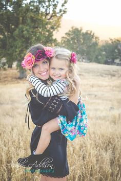 Family photo ideas. Family photo shoot. Boho family photos. Mother and daughter photo. Mommy/daughter photos. Family picture. Photography. #motherphotography