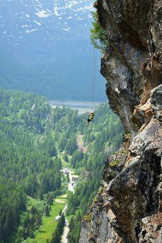 Cliffhanger, die Neuigkeit der Extremsporte in den Alpen - Du hast noch nie von Cliffhanger gehört? Kein Wunder, denn diese Extremsportart ist ganz neu und nichts für schwache Nerven! #ExpediaDE