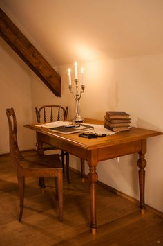 Perfect setting for some evening writing session Attic Rooms, Furniture Restoration, Writing Desk, Old School, Corner, Dining Table, Simple, Interior, Check