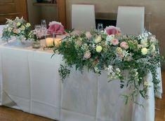 春らしいパステルカラーのメインテーブル装花 #ナチュラル #草花 #春 #ウェディング #メインテーブル #会場装花 #装飾 #コーディネート #ピンク #イエロー #白 #wedding #tableflower #pink #yellow #green #white
