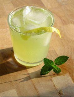 Domácí osvěžující limonáda s čerstvou mátou | . . . 365 věcí, které si můžete udělat doma sami