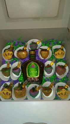 Alcohol Cake, Alcohol Drink Recipes, Valentines Breakfast, Valentine Desserts, Crown Royal Cake, Royal Cupcakes, Crown Apple, Liquor Cake, Apple Birthday