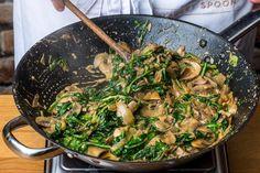 Vegetarische stroganoff met paddenstoelen, spinazie en rijst   Marley Spoon