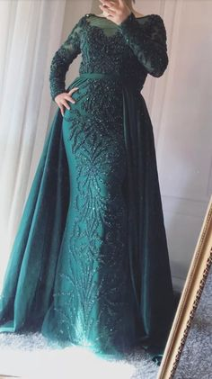 Luxury Mermaid Evening Dresses Emeradald Green Train Long Sleeves Beading Crystal Evening Gown CR 7947 - Women's style: Patterns of sustainability Hijab Evening Dress, Hijab Dress Party, Hijab Wedding Dresses, Mermaid Evening Dresses, Prom Dresses, Evening Gowns With Sleeves, Hijab Fashion, Fashion Dresses, Dinner Gowns