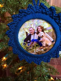 Handcrafted Vintage: 12 Crafts of Christmas || Picture Frame Ornament