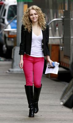 AnnaSophie Robb Arrives On Location Of The Carrie Diaries, NEW FAV SHOW