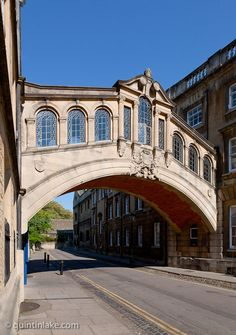Photos of the Bridge of Sighs, or Hertford Bridge in Oxford