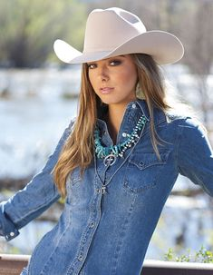 COWGIRL Magazine looks With the New Year fast approaching, the COWGIRL team wanted to take a look back at some of our favorite photos of 2017 to share with a wish for a Happy New Year. Cowgirl Mode, Estilo Cowgirl, Cowgirl Hats, Cowgirl Style, Cowgirl Tuff, Hot Country Girls, Country Girl Style, Country Women, Country Music