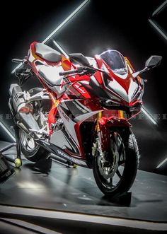 Honda-all-new-CBR250RR-2017-40