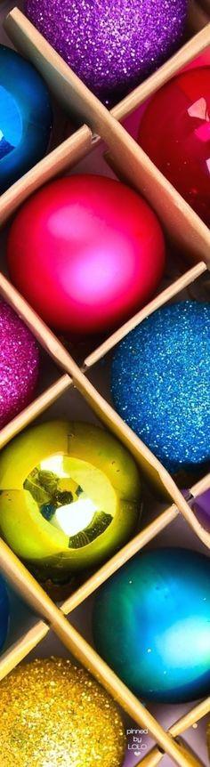 Box of Christmas Ornaments   LOLO❤︎
