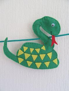 Cute felt snake, part of my safari nursery garland Safari Nursery, Animal Nursery, Nursery Decor, Felt Garland, Felt Ornaments, Safari Animals, Cute Animals, Christmas Tree Advent Calendar, Bunting