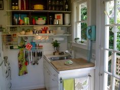 tiny kitchen - 350 sq ft cottage in California via Apartment Therapy  hide the countertop with one large wood block, brilliant!