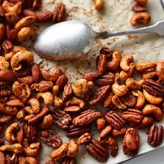 Spicy and sweet nuts: Holiday snack time - Chatelaine Nut Recipes, Snack Recipes, Dessert Recipes, Cooking Recipes, Lunch Snacks, Healthy Snacks, Appetizer Recipes, Appetizers, Spicy Nuts