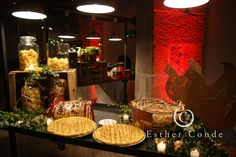Spanish buffets.  Las decoraciones