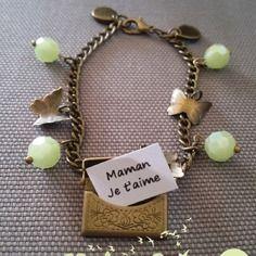 """Bracelet enveloppe message secret breloques papillons et perles vertes """"mariposa"""""""