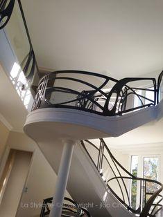 Quand le garde corps design sublime l'Art Nouveau Garde Corps Design, Design Art Nouveau, Escalier Design, Kitchen Doors, Loft, Furniture, Home Decor, Ladder, Contemporary Furniture