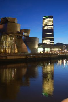 Guggenheim y Torre Iberdrola, Bilbao. Basque Country, Marina Bay Sands, Europe, Memories, Travel, Viajes, Mystery Novels, Bruges, Monuments