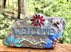 Mosaic Garden Art, Mosaic Tile Art, Mosaic Crafts, Mosaics, Dog Memorial Stone, Memorial Stones, Pet Grave Markers, Mosaic Rocks, Painted Letters