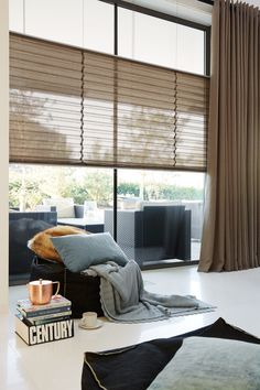 Pleated blinds and window decorations - 34 fresh ideas for windows - Gardinen Brown Curtains, Home Curtains, Curtains Living Room, Window Decor, Home Decor, Curtains, Curtain Styles, Blinds, Brown Living Room