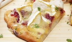 Pizza au poulet, brie et cranberry Brie, Save On Foods, Smoked Chicken, Cheese Appetizers, Pizza Recipes, Cooking Time, Family Meals, Good Food, Favorite Recipes