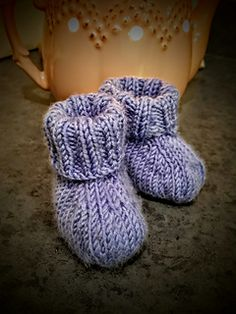 This is the pattern for a simple, basic, stay-on baby booties.