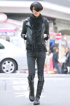 I know this a man, but I so wouldn't mind sporting this outfit. Japanese male street fashion.