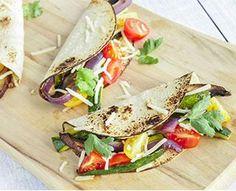 Burgers maison de tacos végétariens aux haricots rouges et au fromage. Burger végétarien mexicain aux haricots et au fromage pour vos soirées conviviales !