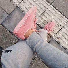 Pastel pink suede puma wn's