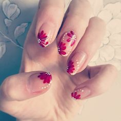 Simple floral nails that anyone can do