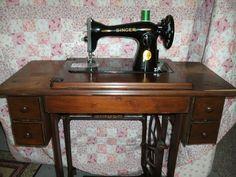 1913 VINTAGE ANTIQUE SINGER TREADLE SEWING MACHINE IN CABINET ...