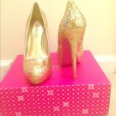 Glittery Glam Gold Platform w/ Pink Bottom Size 8.5 Glitter Gold Platform with a 6 inch heel and pink bottom - Never worn Shoe Dazzle Shoes Platforms