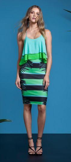 Look com blusa e saia tons de verde e azul lez a lez primavera 2017