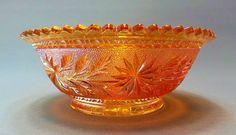 Antigo Bowl em Vidro Fogo / Carnival Glass Com Decoração Floral em Baixo Relevo, Padrão Starspray. Imperial Glass, USA, Cerca de 1930.                                                                                                                                                                                 Mais