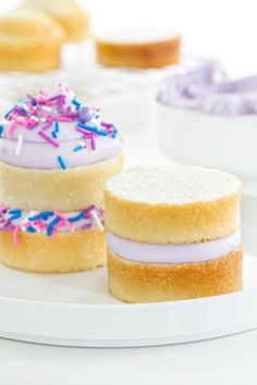 Are you looking for a cute and sweet dessert to put on the spring potluck table? These mini cakes are just what you need. This simple dessert can be adapted any way you want - cake flavor, frosting flavor,...