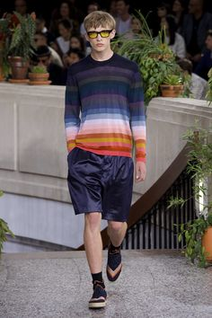Discover previous Paul Smith catwalk collections including show films, detailed write-ups and a complete archive of show looks. Catwalk Collection, Men's Collection, The Man Show, Satin Shorts, Men's Shorts, Gents Fashion, Fashion Images, Striped Linen, Paul Smith