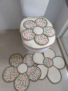 DIY Embroidery Yarn Flowers with Cardboard Tutorial + Video Yarn Flowers, Cloth Flowers, Diy Crafts Hacks, Crafts To Make, Burlap Ornaments, Bathroom Crafts, Fabric Flower Tutorial, Pom Pom Crafts, Quilted Table Runners