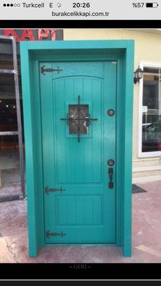 Yeşil villa kapısı