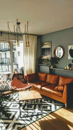 25 Elegant Living Room Wall Colour Ideas Matching with Furniture Top designers share their favored tones for creating bold and unexpected living-room color combinations that accept intense shades and unique combinations. Elegant Living Room, New Living Room, My New Room, Home And Living, Modern Living Room Colors, Italian Living Room, Colorful Living Rooms, Living Room Apartment, Manly Living Room