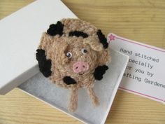 Gloucester old spot pig brooch Gifts Uk, Gifts For Her, Animal Antics, Cute Pigs, Gloucester, Gift For Lover, Farm Animals, Needle Felting, Hand Stitching