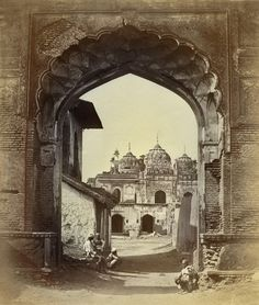 The Getty Images Gallery marks the anniversary of India's independence from Britain this week with an exhibition of the nation's earliest photography Vintage Pictures, Old Pictures, Old Photos, Rare Photos, Indiana, Colonial India, History Of India, Vintage India, Getty Museum