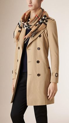 Luxury & Vintage Madrid, bring you the world's best selection of contemporary and vintage clothing, discover our top brands. Best Shopping Sites, Burberry Scarf, Designer Scarves, Cashmere Scarf, Dress Brands, Womens Scarves, Men's Clothing, Vintage Clothing, Vintage Outfits
