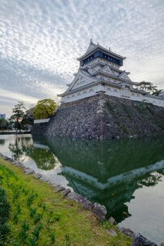 Kokura Castle / Japan (by Roparat Sukapirom).